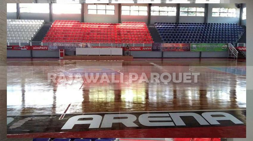 pemasangan parket lantai kayu Jati di lapangan basket GMC Arena Cirebon