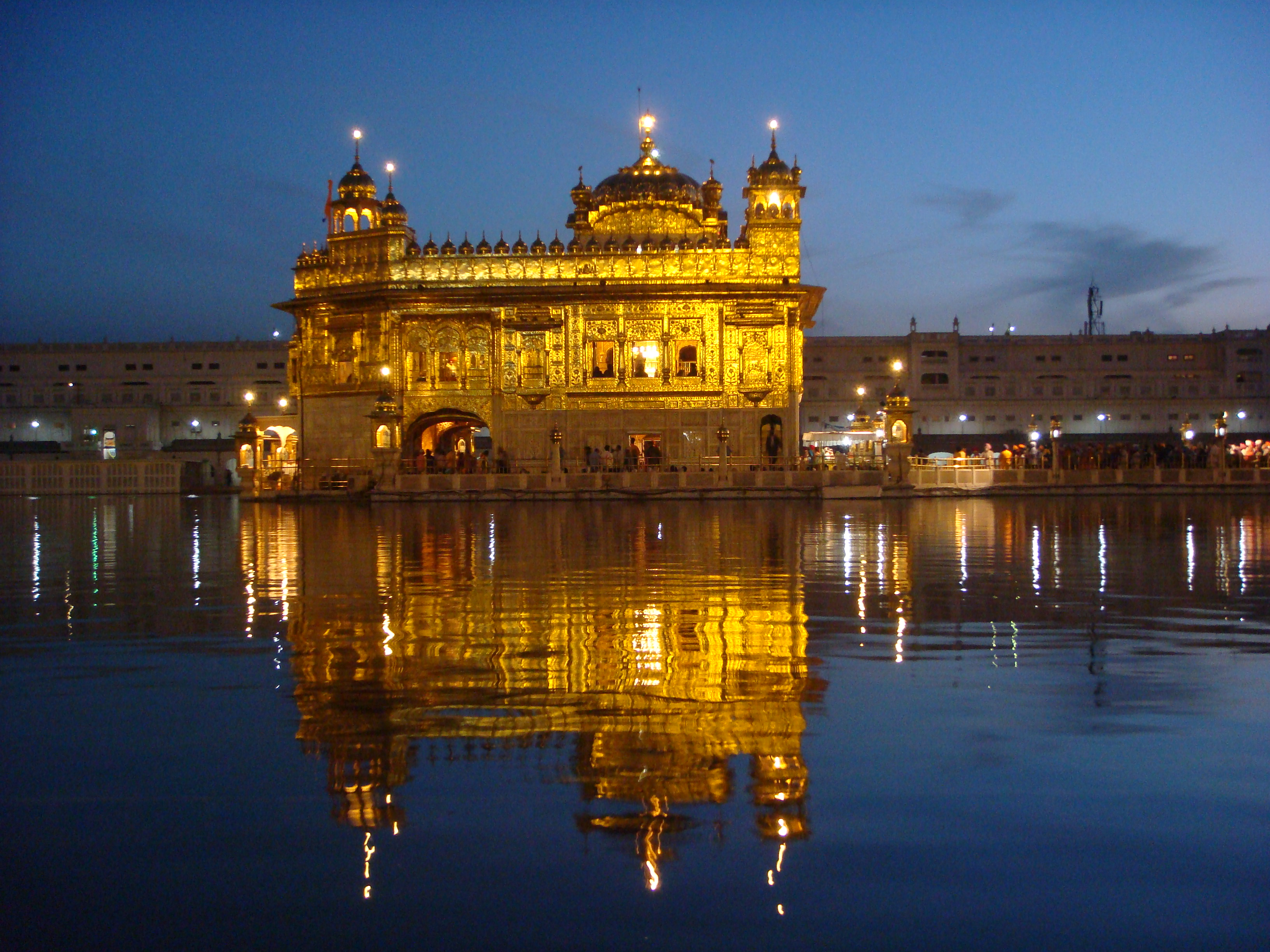 A sacred site for sikhs the golden temple rajnesh sharma for Golden night