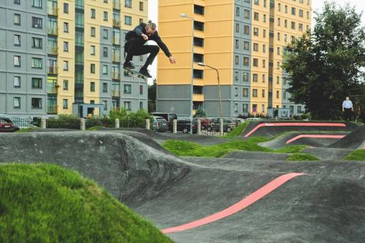 skater high ollie wearing black clothes