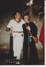 amitié (temporaire ?) entre un guerrier à l'arme impressionante et un prêtre d'Asmodéus