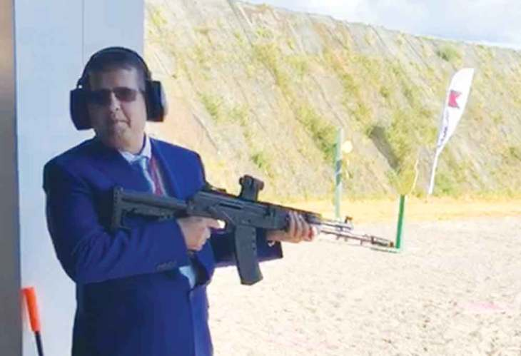 Sanjay-Soni-with-gun