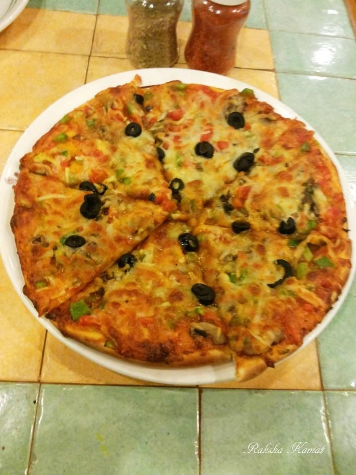 Pizza at Nahars Sidewalk cafe