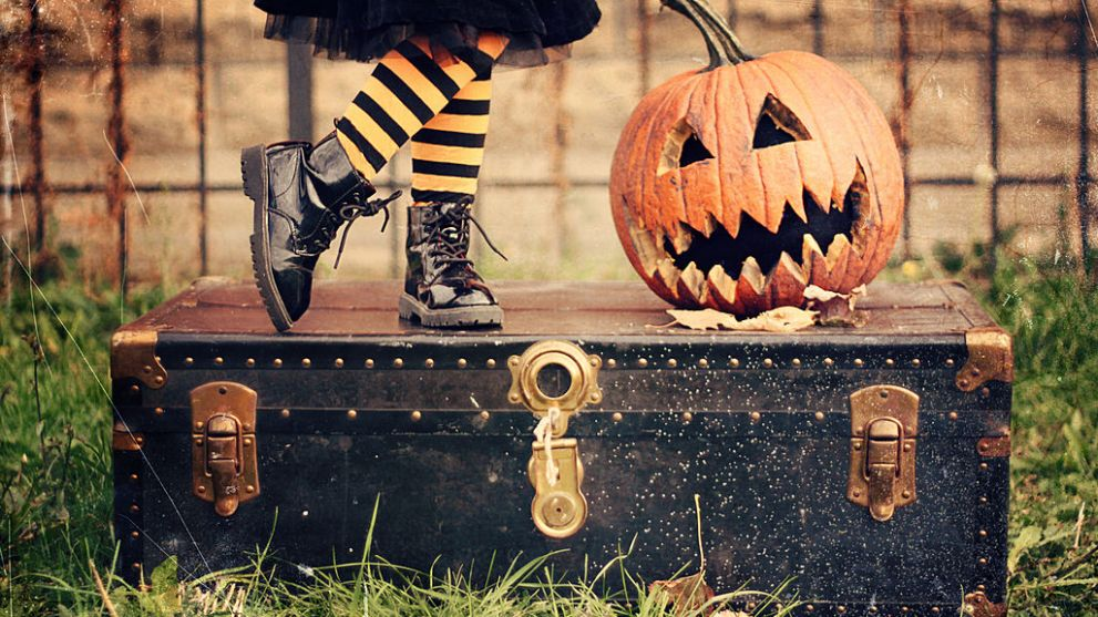 How To Save on Halloween Costumes, Candy, and Decorations