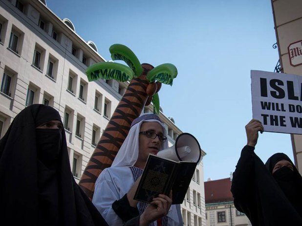 demo-burka1