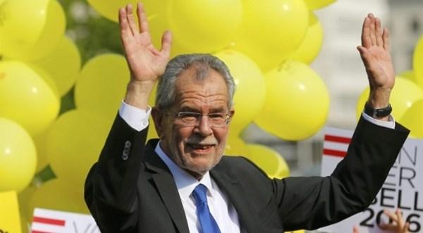 الرئيس النمساوي يهنئ إبراهيم رئيسي بفوزه في انتخابات الرئاسة الايرانية
