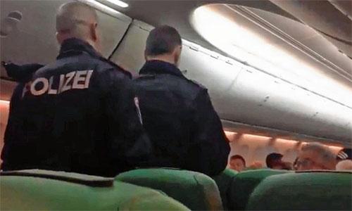 Polizeieinsatz-in-Flugzeug