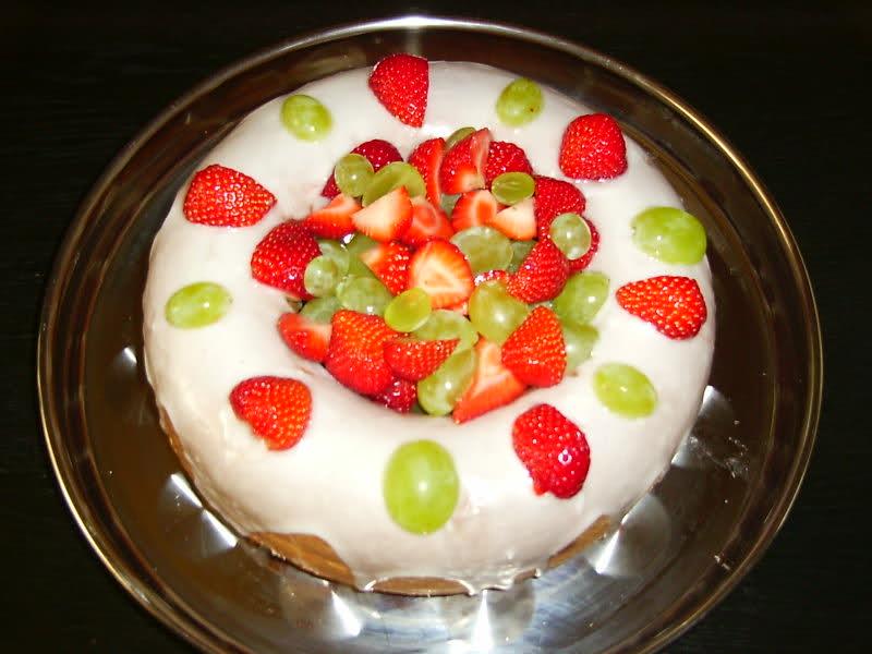 Tulbandcake met fruit en frosting