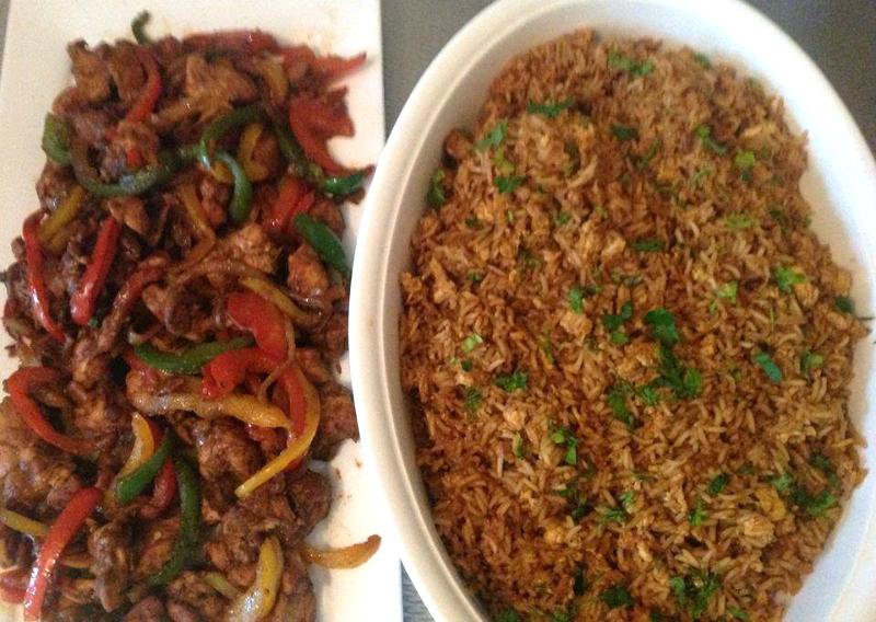 Kip met gekleurde paprika en rijst
