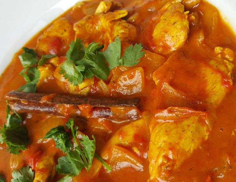 Indiase curry met kip en kokosmelk