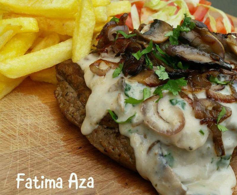 Biefstuk met gebakken ui en champignons