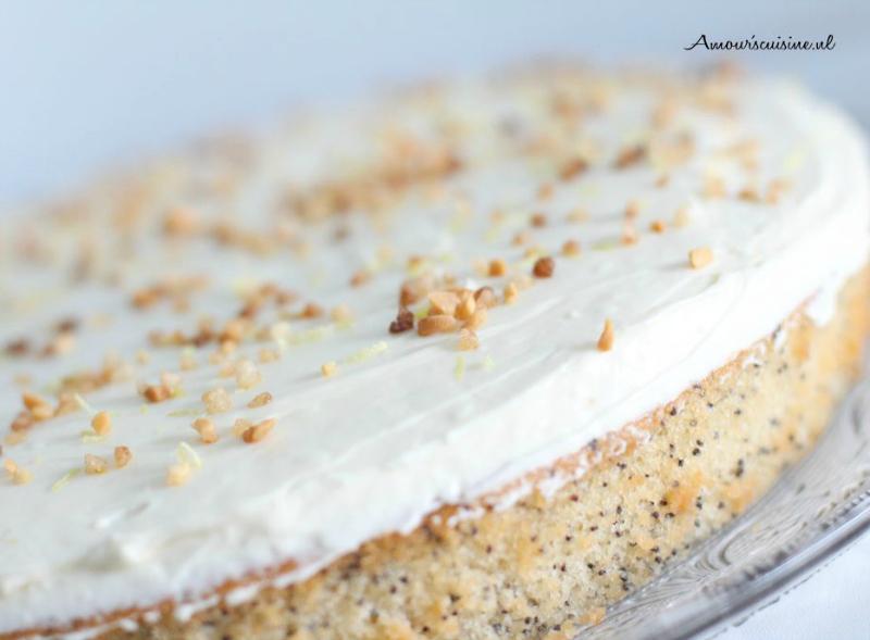 Maanzaad-lemon curd cake