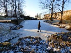 Walking on ice on Suomenlinna.