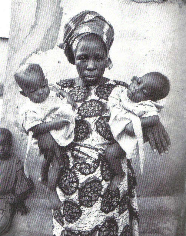 https://i0.wp.com/www.randafricanart.com/images/Yoruba_woman_holding_twins.jpg