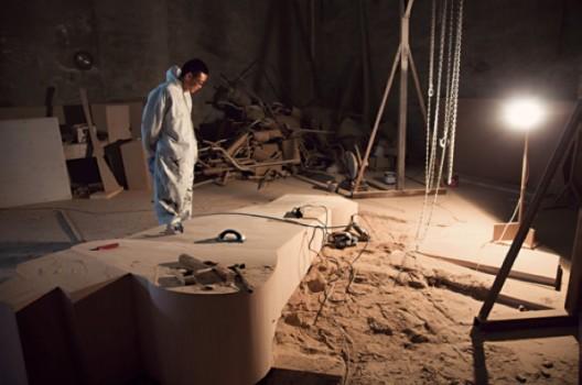 Wang Jianwei working at his Beijing studio, 2014 (Photo: Xu Boxin, courtesy the artist) (All works by Wang Jianwei © 2014 Wang Jianwei, used by permission) 汪建伟创作于他的北京工作室,2014年(徐伯欣摄,艺术家提供,汪建伟版权所有© 2014,经授权许可后使用)