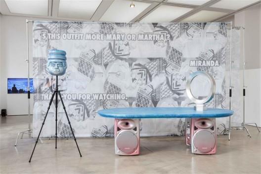 """关小:扁平金属"",展览现场,伦敦ICA ;与K11 艺术基金会合作(摄影:马克·布洛尔)/ ""Guan Xiao: Flattened Metal"", exhibition view, ICA London; in association with K11 Art Foundation. Photo: Mark Blower."