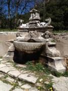 La fontaine avec le loup et la vache
