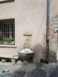 9 Fontaine de la Rue de la République