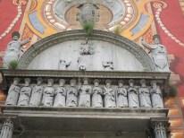 les apôtres du linteau