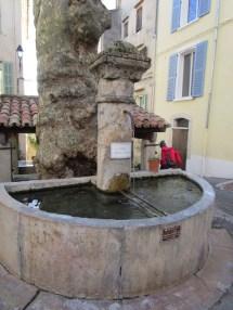 10 Fontaine du capitaine Vincens