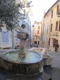7 Fontaine et lavoir Saint-Jean
