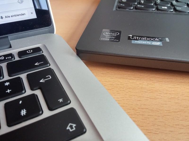 Der Höhenunterschied zwischen T450s und MacBook Pro (Bild: Copyright Benjamin Blessing).