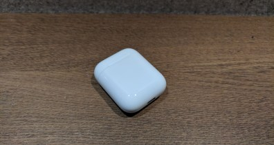 Das Ladecase der Apple AirPods (Bild: RandomBrick.de).