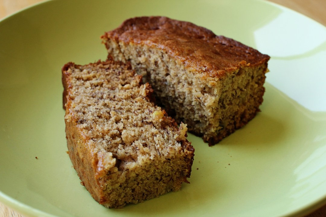 Super Soft, Super Moist, Super Fluffy Banana Bread | randomolive.com