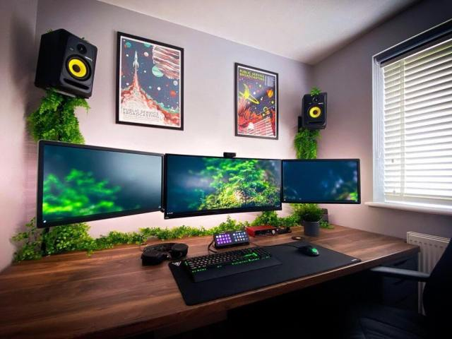 retro battlestation gaming minimalist setup_cheekiskrub_
