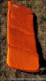 Self-inflating hiking mattress