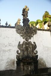 Fontaine de l'odorat: l'eau sort par les narines