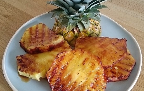 Cinnamon glazed grilled pineapple
