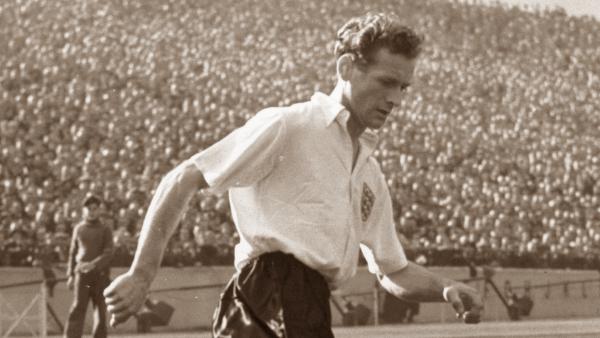 Sir Tom Finney entre os melhores jogadores britanico de todos os tempos