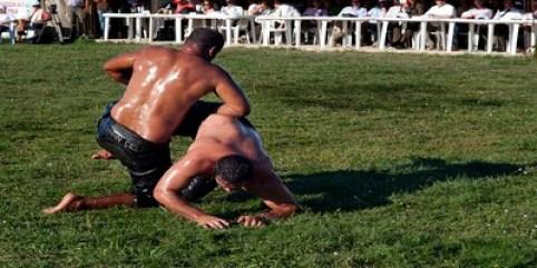 Oil Wrestling1