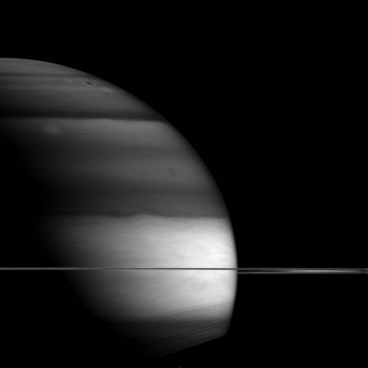 unusual appearance saturn