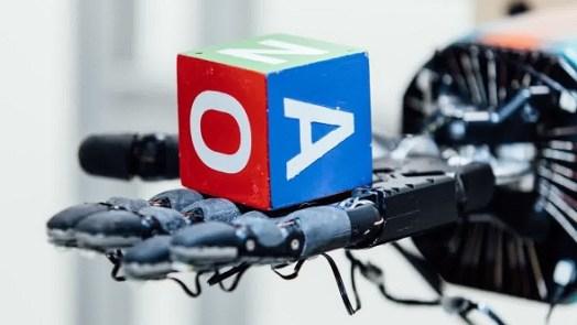 human-like Robot Hand uses AI