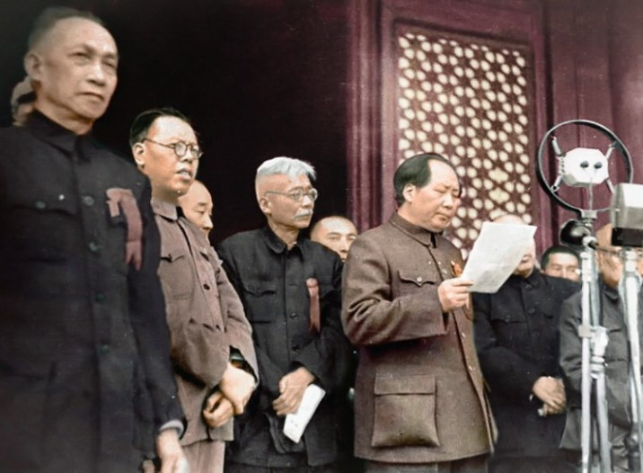 Chairman Mao proclaiming PRC