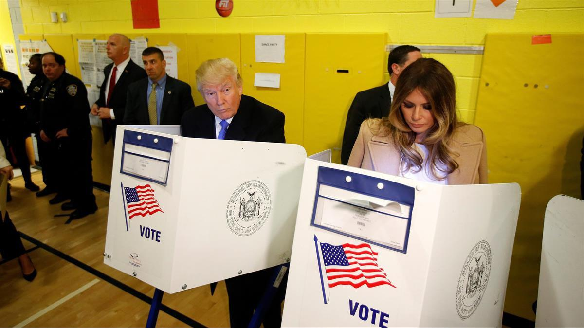 Donald Trump and Melania Trump vote in New York (Reuters / Carlo Allegri)