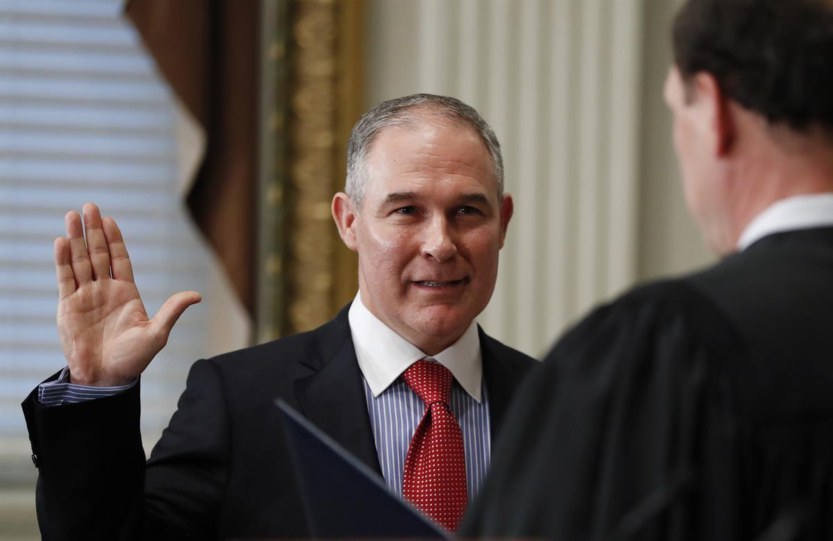 Supreme Court associate justice Samuel Alito swears in Scott Pruitt as the EPA Administrator in Washington, Friday, Feb. 17, 2017. (AP Photo/Carolyn Kaster).