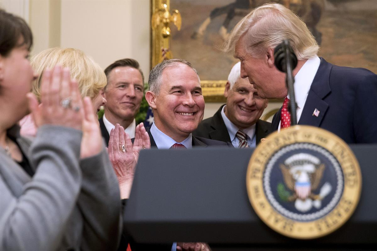 President Donald Trump shakes hands with Environmental Protection Agency (EPA) Administrator Scott Pruitt, before signing the Waters of the United States (WOTUS) executive order, Tuesday, Feb. 28, 2017, in the Roosevelt Room (AP Photo/Andrew Harnik)