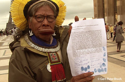 Pedido de apoio internacional para o Cacique Raoni e os representantes dos povos indígenas do Xingu (Brasil), contra o projeto Belo Monte.