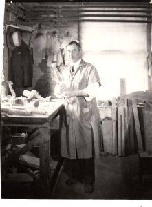 Danersk Craftsman, Holding a Chair Leg