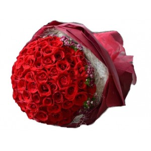 50-red-roses-in-a-bunch