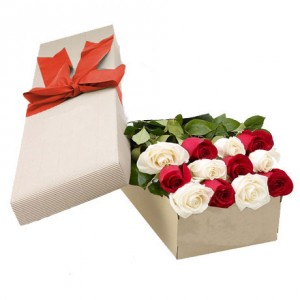 red-and-white-roses-in-a-box