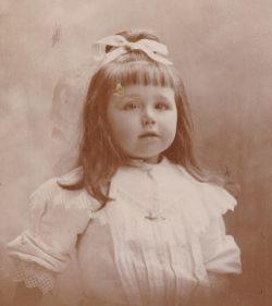 Marinette Abeille, Sœur Emilienne, auxiliatrice du Purgatoire Collection Mireille Caire