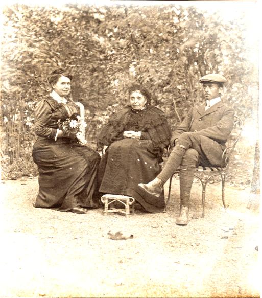 Olympe Berthelot (Mme Marius Chancel), Louise Chancel (Mme Raphaël Blanchard), Henri Chancel fils de Gustave - Briançon septembre 1912