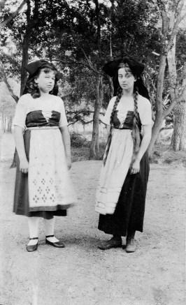 Alsaciennes - M et G [Marie Abeille (Marinette) et Geneviève Abeillle]