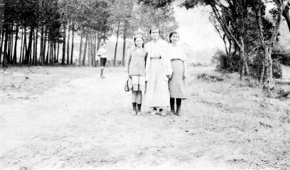 Blanche [Dor], Ginette [Geneviève Fabre] et Berthe [Dor]