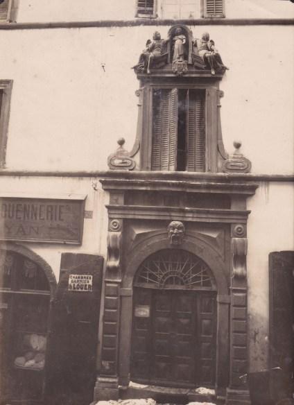 Une photo ancienne de la maison de Briançon où les Chancel ont habité et exercé les professions de chirurgien et apothicaire pendant trois générations