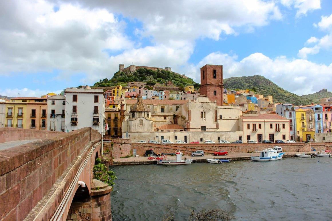 Bosa is een van de mooiste steden in Sardinië.
