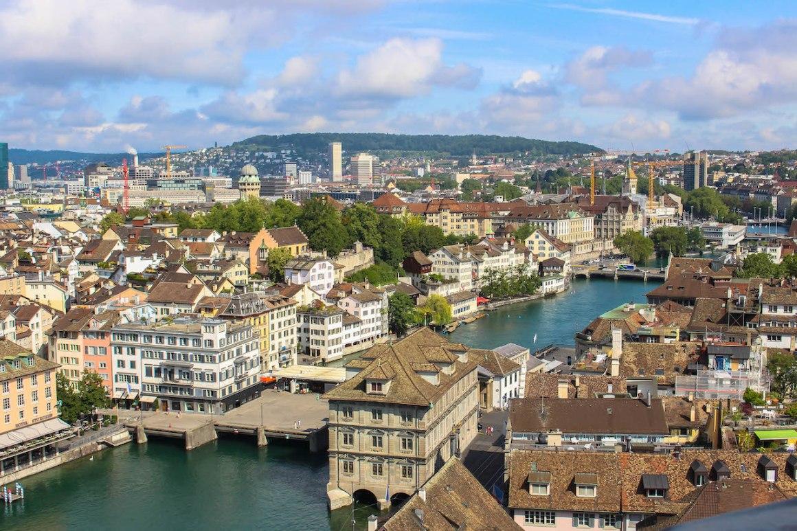 Zürich gezien vanaf de Grossmünster.